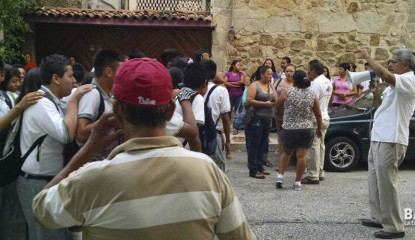 maestros irrumpen en acapulco para tomar clases