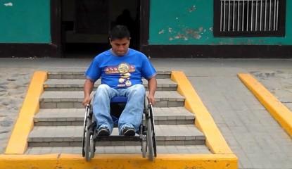 maxresdefault 15 415x240 - Desarrollan silla de ruedas capaz de subir y bajar escaleras