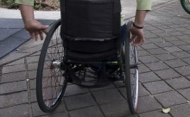 psilla de ruedas 388x240 - Esclerosis múltiple segunda causa de discapacidad en personas activas