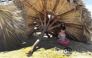 Playas de Acapulco permanencen con escombros - Claudio Vargas 2