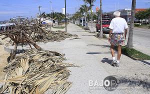 Playas de Acapulco permanencen con escombros - Claudio Vargas 3