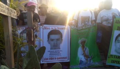 IMG 20150727 WA0020 415x240 - Marchan en Iguala a 10 meses de Ayotzinapa; exigen investigar cuartel