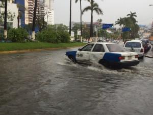 lluvia acapulco 2