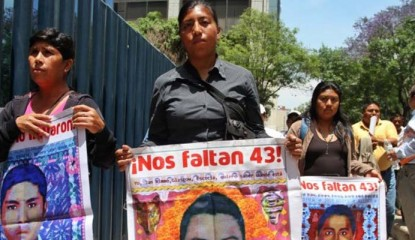 Ayotzinapa 43 padres 415x240 - Gobierno no busca agredir, dice Segob tras gasear a padres de los 43