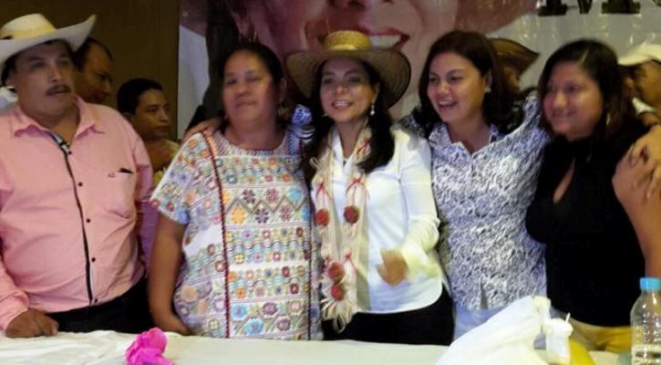 Beatriz Mojica con Coral Mendoza
