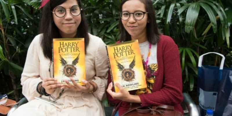 Rowling traslada la saga de Harry Potter al teatro