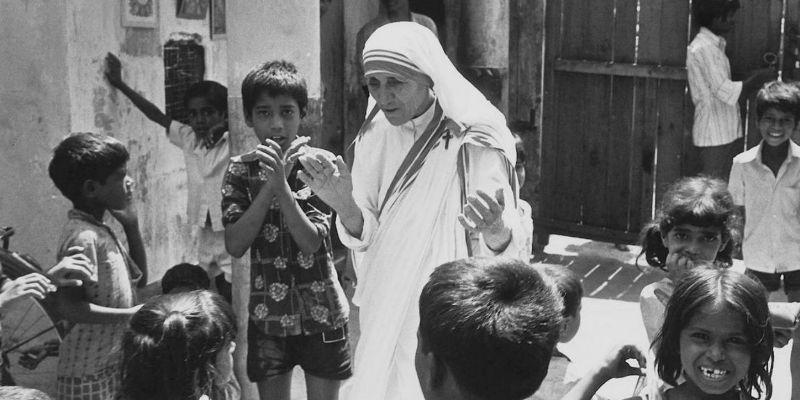 Cardenal oficia misa por canonización de madre Teresa