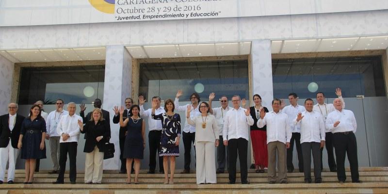 Peña Nieto arriba a Colombia para participar en Cumbre Iberoamericana
