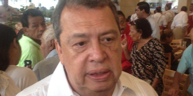 Aparece Aguirre; pide justicia a 43