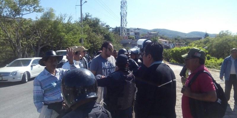chilpancingo-casa guerrero-protesta-maestros_800x400