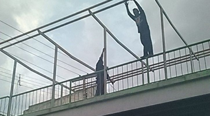 Policías evitan suicidio de joven en Iztacalco