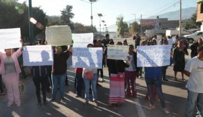 chilpancingo-bloqueo padres-autopista del sol_800x400