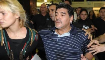 Maradona y olivia_800x399