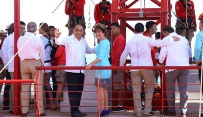 Astudillo en la tirolesa xtasea 800x400 415x240 - Acapulco está en el mercado mundial, dice Astudillo al inaugurar tirolesa