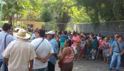 acapulco protesta ayuntamiento colonos 800x400 415x240 - Protestan por falta de agua en colonias de Acapulco