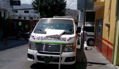 chilpancingo ataque urvan 800x400 415x240 - Atacan y dejan mensaje en urvan a cuadras del mercado de Chilpancingo