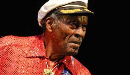 chuck berry 800x400 415x240 - El rock queda huérfano: muere la leyenda Chuck Berry