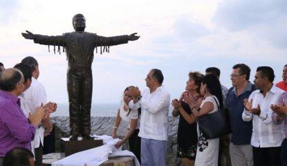 juan gabriel estatual 415x240 - Devela Astudillo estatua de Juan Gabriel en Acapulco