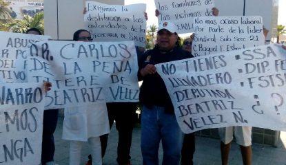 protesta salud 800x400 415x240 - Protestan trabajadores de salud en sede del Tianguis Turístico