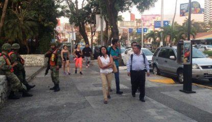 """vendedores2 800x400 415x240 - Evodio esconde a indígenas para no dar """"mala imagen"""" a Acapulco"""
