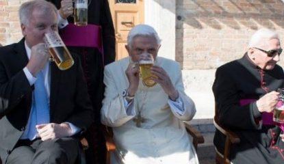 Benedicto 799x400 415x240 - Con cerveza alemana celebra Benedicto XVI 90 años