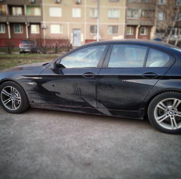 auto pintado - Autos sucios se convierten en obras de arte
