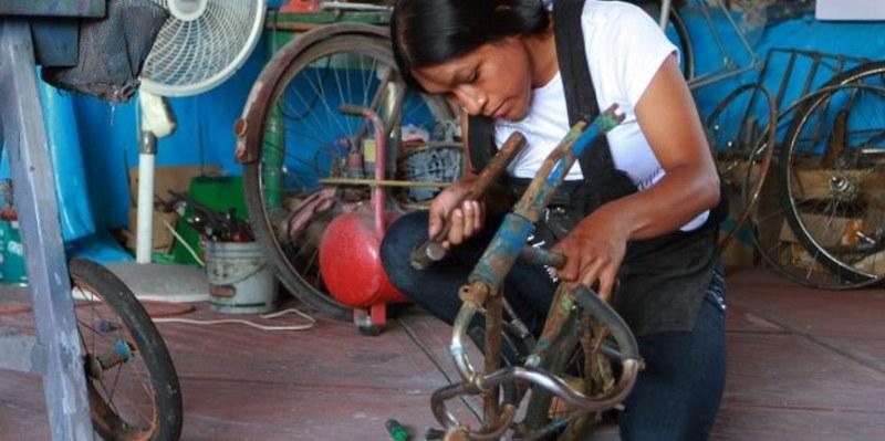 bicicleta 3 800x399 - Restaurar bicicletas, el oficio de reconstruir historias [VIDEO]