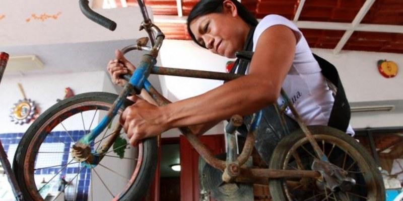 bicicleta 4 800x400 - Restaurar bicicletas, el oficio de reconstruir historias [VIDEO]