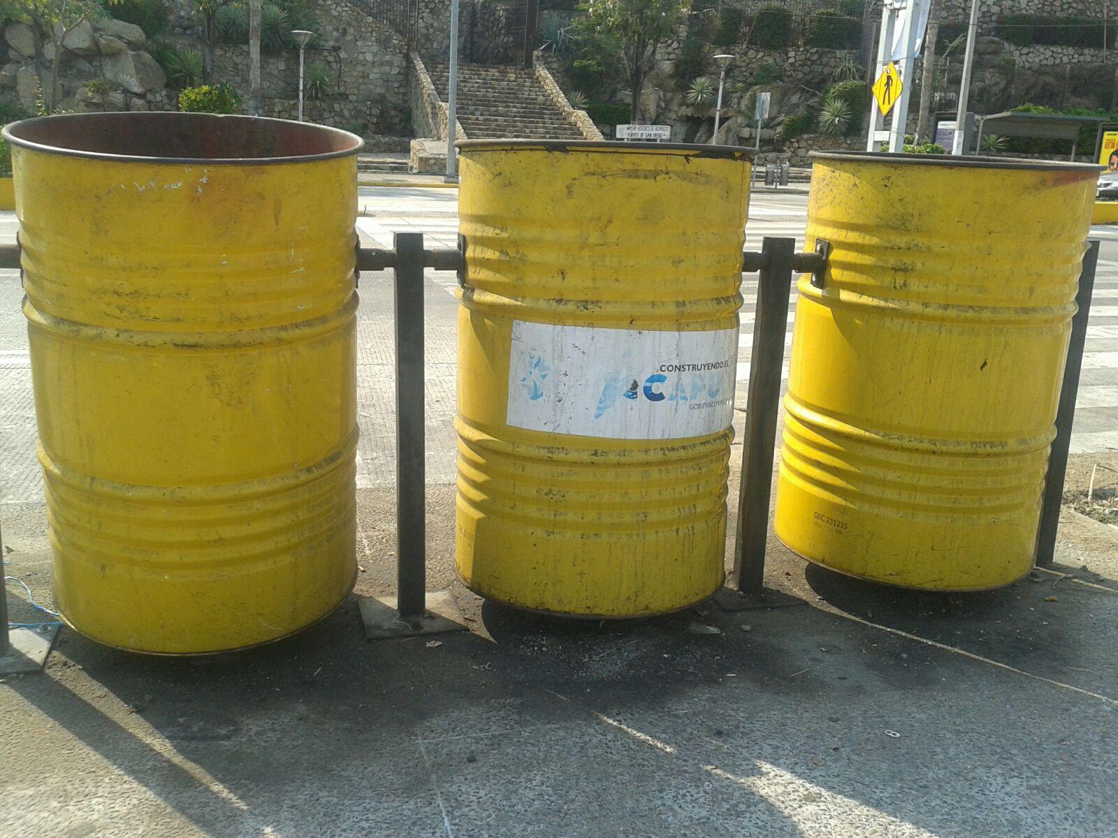 botes1 - Ni Zonatur sabe cuántos botes de basura le han robado