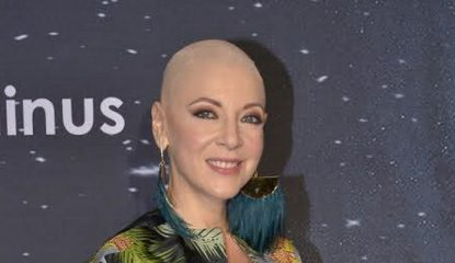 edith gonzalez 415x240 - Edith González reaparece sin peluca en entrega de premios
