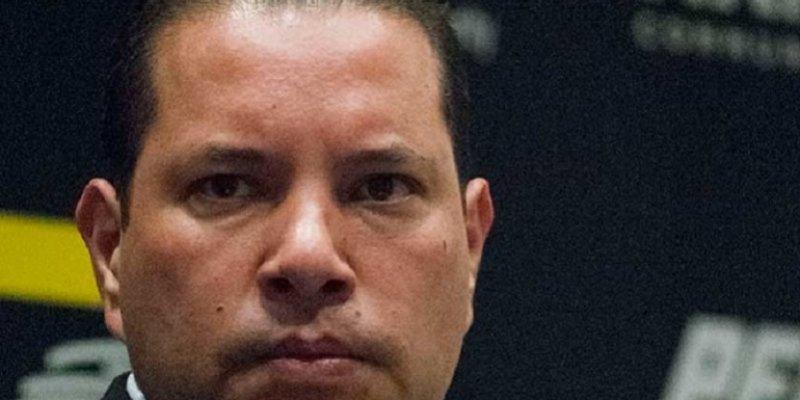 Suave Patria                       El agente se identificó como Iván Reyes Arzate