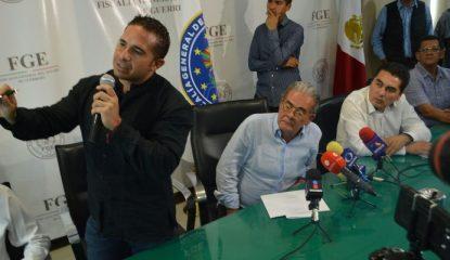 xavier olea fiscal Guerrero 800x400 415x240 - Robo y secuestro, únicas líneas en asesinato de secretario del PRD: fiscal