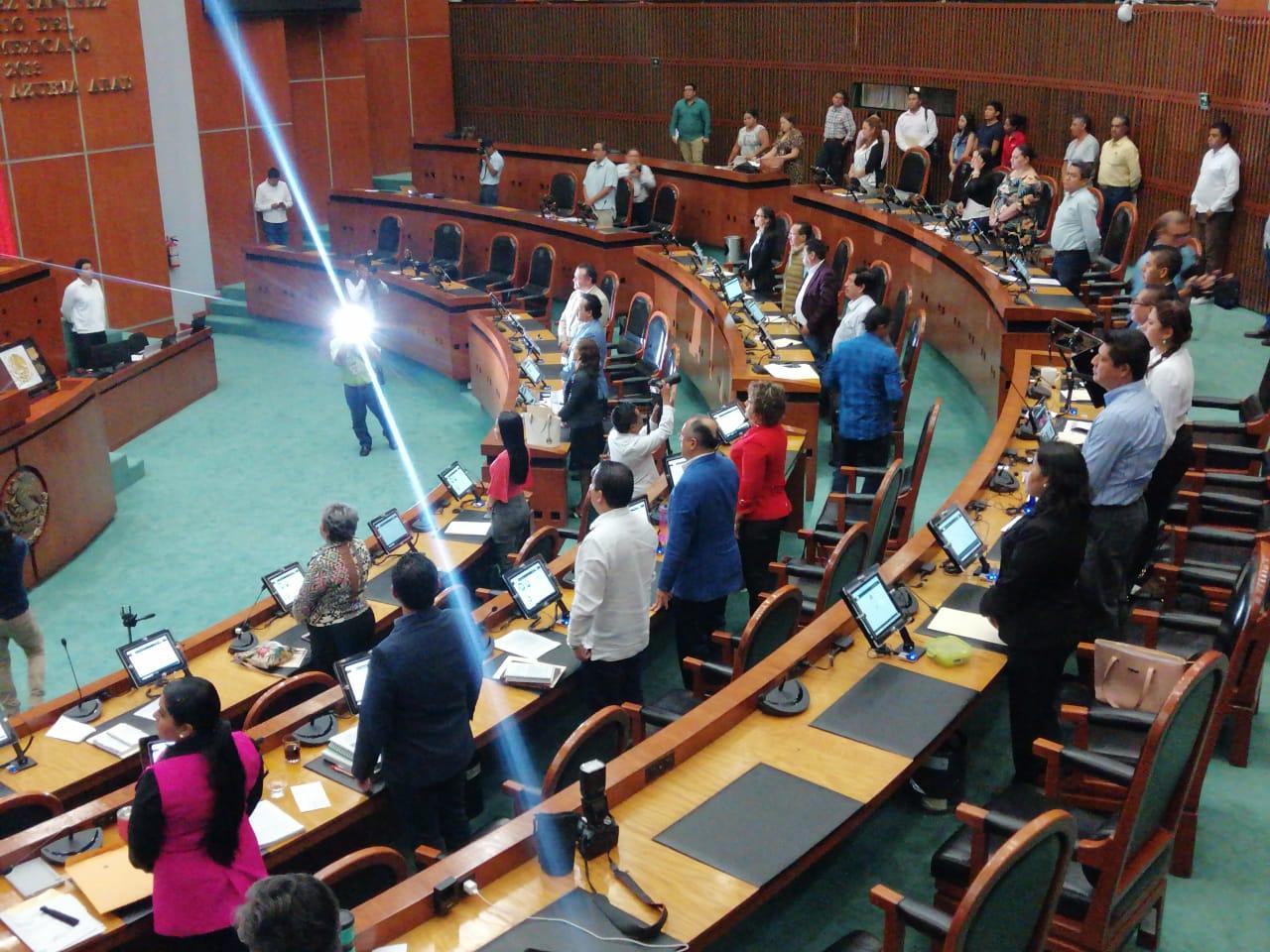 Congreso minuto de silencio sismos 1