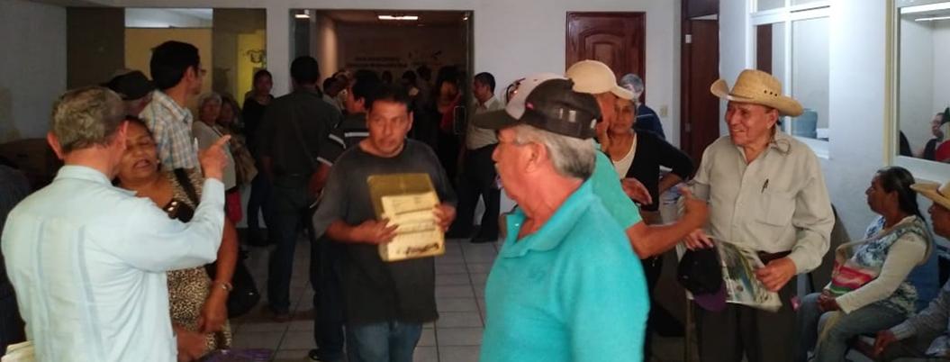 Vecinos protestan contra aumento de predial en Chilpancingo - Bajo Palabra