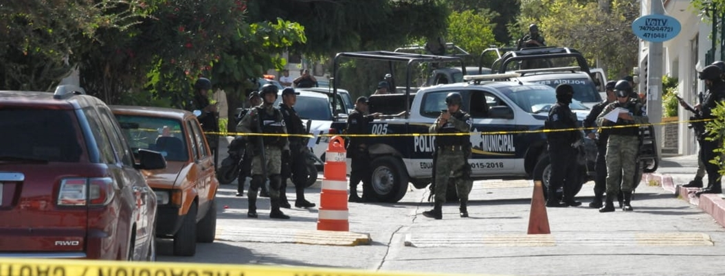 Comando balea la fachada del Ayuntamiento de Zumpango, Guerrero - Bajo Palabra