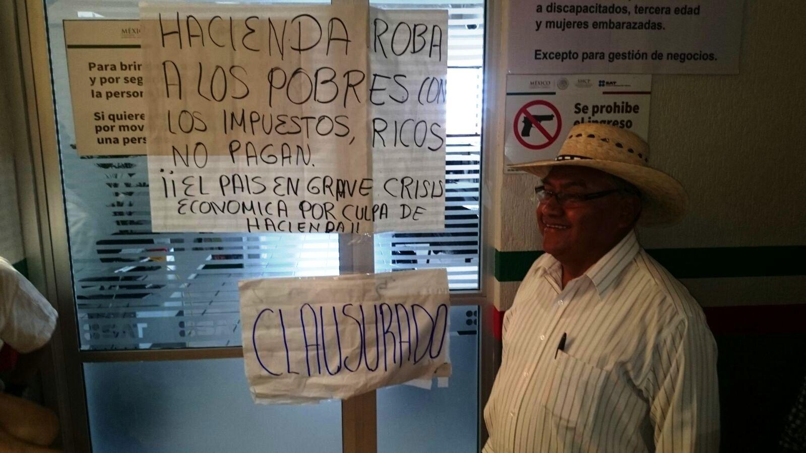 La aplicación del Impuesto Sobre la Renta (ISR) a todo tipo de bonos y prestaciones de los trabajadores del Estado generó la manifestación.