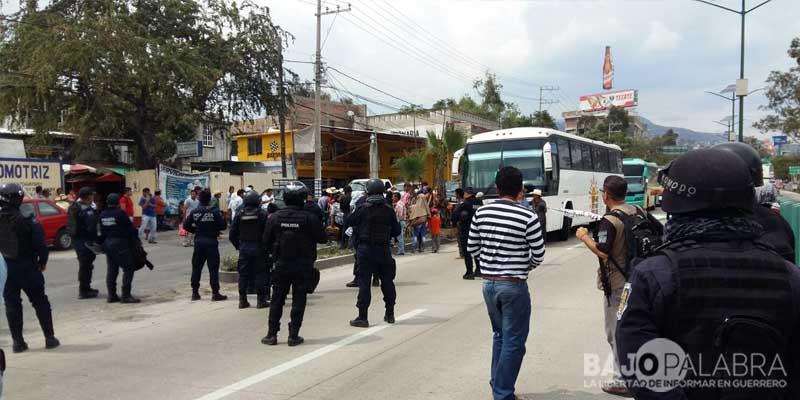 Campesinos bloquean autopista del Sol - Chilpancingo 2
