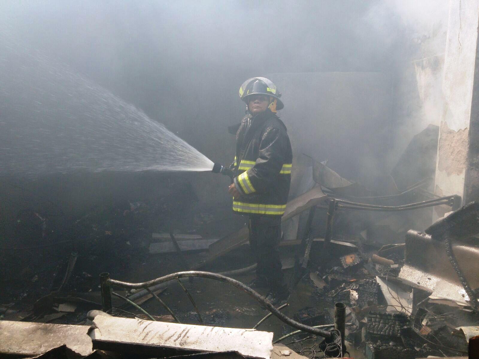 Incendio II1 - Bomberos de Acapulco sofocan fuego en la colonia Aguas Blancas