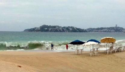 Playa y sol en Acapulco 415x240 - Muere ahogado niño en playa de Acapulco; era originario de CDMX